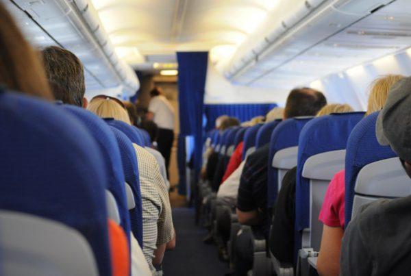 Las 7 cosas que no puedes reclamar en los viajes en avión
