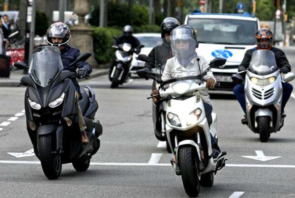La DGT aumenta este año las sanciones a motoristas no llevar casco y obligatoriedad del uso de guantes