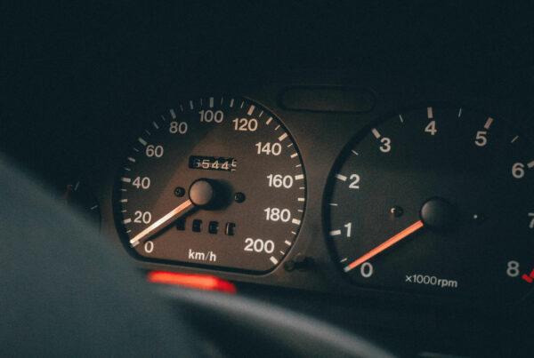 Qué es un seguro de coche por kilómetros: ventajas e inconvenientes